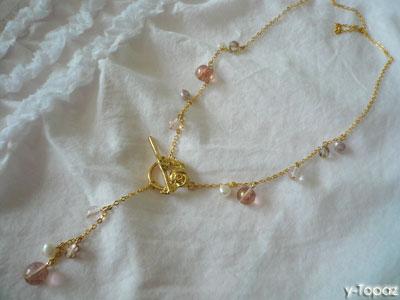 バラのマンテルを使ったスパークリングなピンクのネックレス1