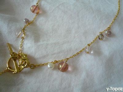 バラのマンテルを使ったスパークリングなピンクのネックレス2