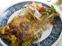 生鮭とほうれん草のラザニアとミックスサラダ