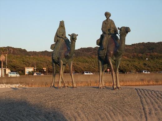 月の砂漠 像