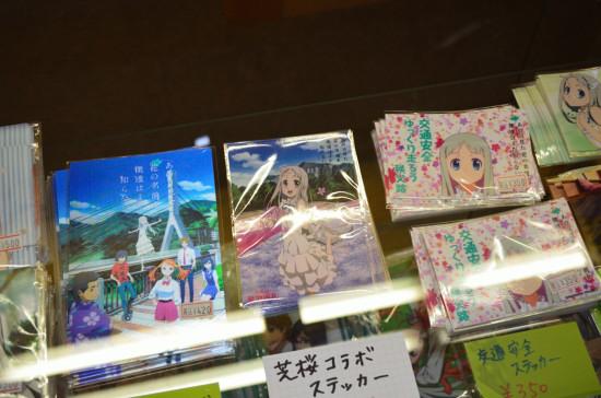 新作の「芝桜コラボステッカー」は350円也。その左側は僕も持ってる「3Dポストカード」(秩父限定)