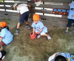保育参観砂場2
