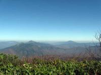 武尊山山頂からの至仏山と燧ヶ岳
