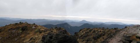 白根山山頂からパノラマ2