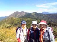 至仏山と燧ヶ岳をバックに