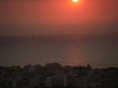 静かで穏やかな夕暮れ時。。。ぶどう色の海