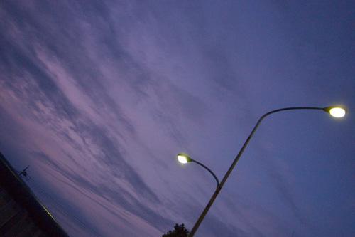 夕暮れと街灯
