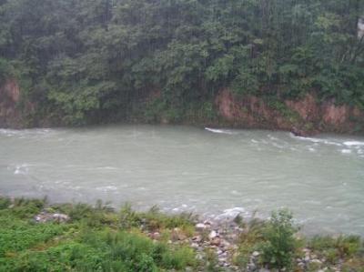旅館から見た川
