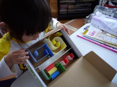 空き箱 迷路 手作りおもちゃ
