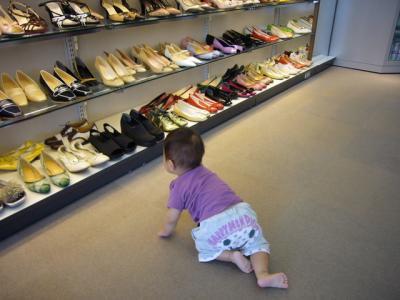 靴を見る央都