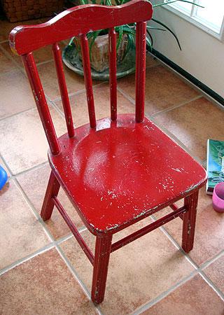 子供用の古い椅子