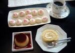 ロールケーキにマカロン・プリンがデザート!