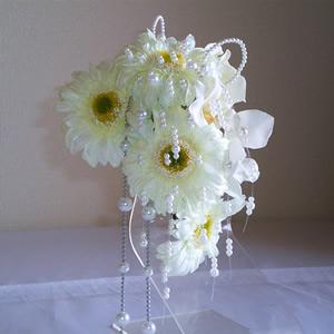 ラメ入りホワイトガーベラの結婚式髪飾り