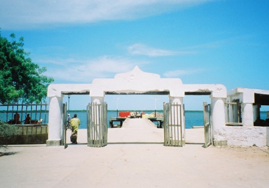 FH010027 ラム島 ゲート