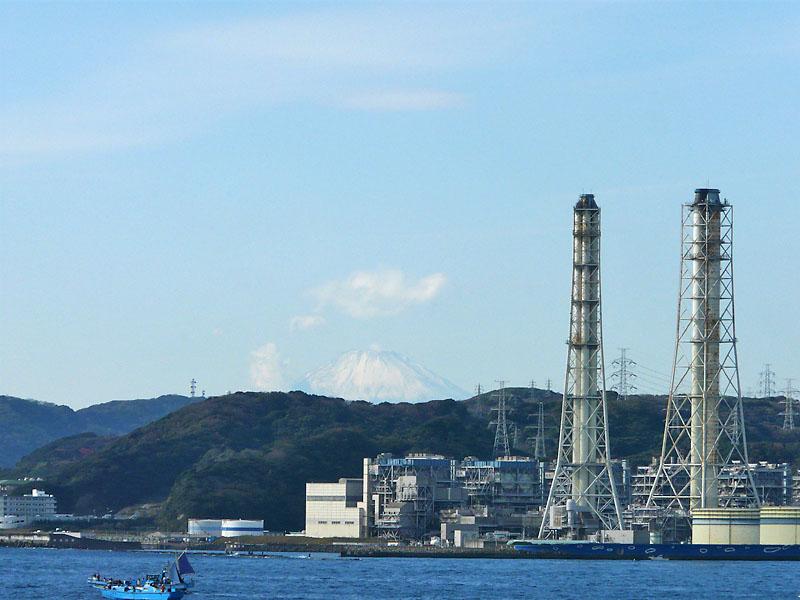 081123東京湾フェリーからの富士1