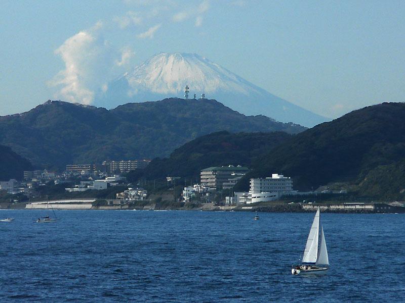081123東京湾フェリーからの富士2