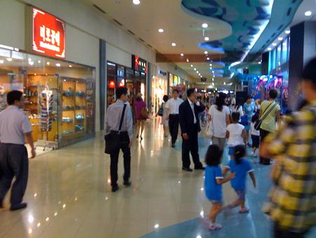 ショッピングモールを探索
