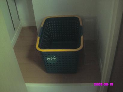 クリーニング用のカゴと紙袋用のファイルボックス