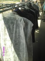 クローゼットの衣類を干す