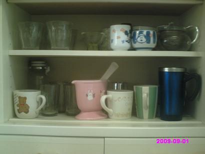 食器棚中 整理前