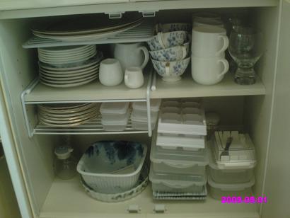 食器棚下 整理前