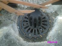 ルーフバルコニー排水溝(西側) 高圧洗浄後