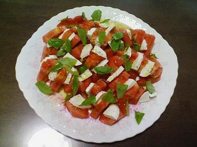 トマトとモツァレラチーズのサラダ