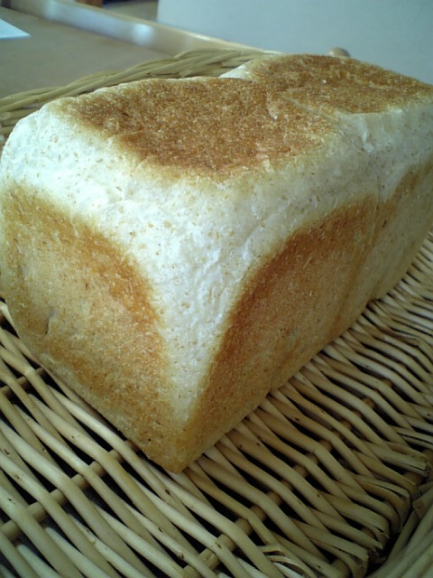ホシノ全粒粉角食パン1斤