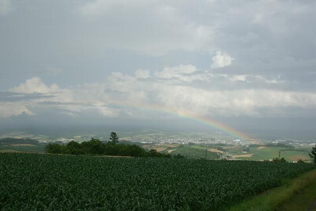 千望峠より虹