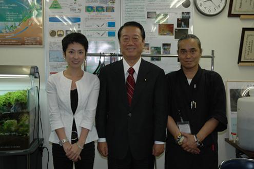 小沢代表と連舫議員と記念写真