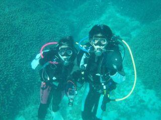 20100120ツーショット水中上から