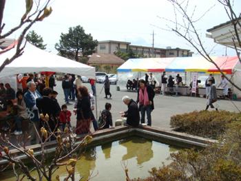 H21新酒祭り前庭風景