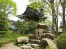 光徳寺境内 親鸞像と鐘楼