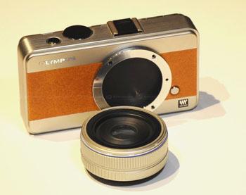 レンズ交換状態のカメラ