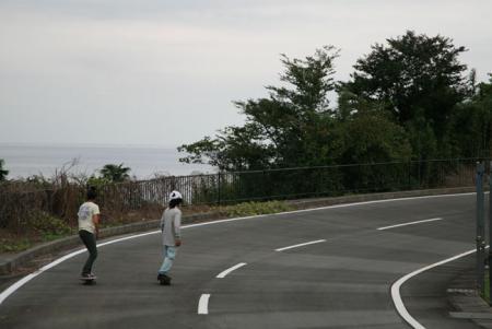 海とスケートボード