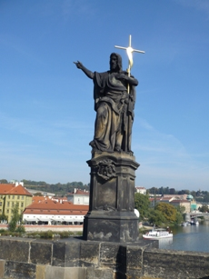 31 カレル橋の像