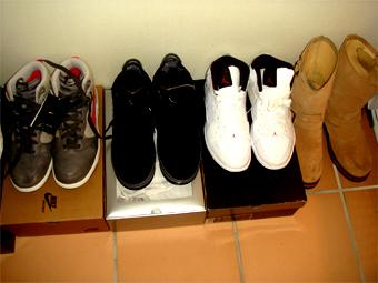 sneaker08102401.jpg