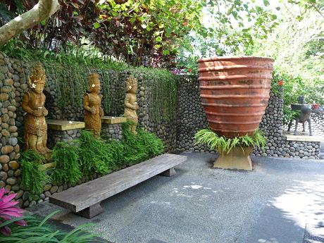 kiranaの銅像