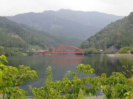 金砂湖と平野橋