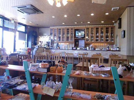 カフェ・アンティークの店内