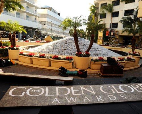 golden-globe-red-011312-1.jpg