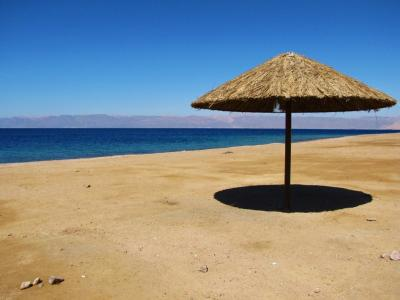 静かな砂浜@アカバ