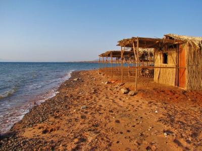 砂浜のバンガロー①