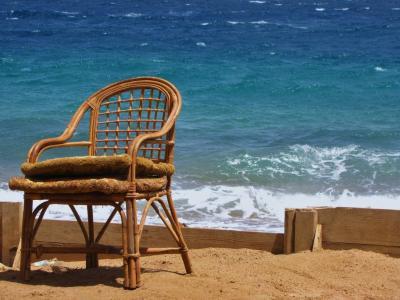 砂浜の休息所②