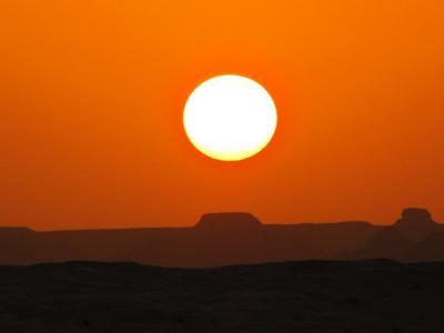 でっかい夕日@白砂漠