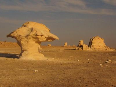白い奇岩の大地②