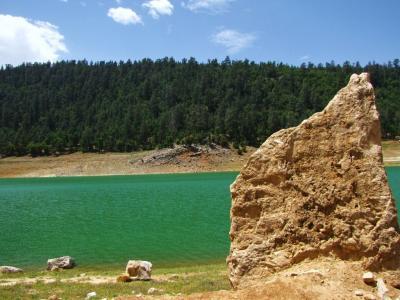 宝石色の湖@アグィルマム