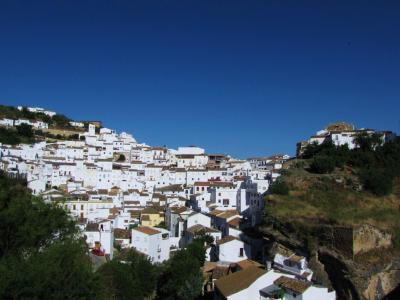 白い家並の丘①