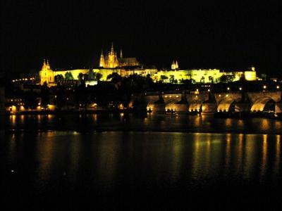 モルダウの川辺の夜@プラハ