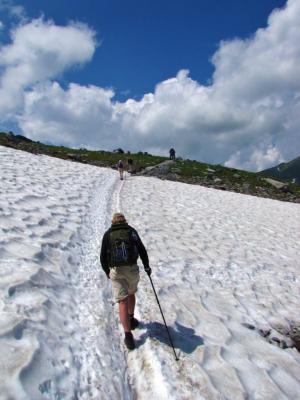 ハイカー、大雪渓を行く@ベルナー・アルプス